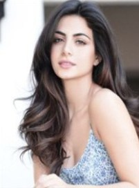 Emeraude Toubia as Isabelle