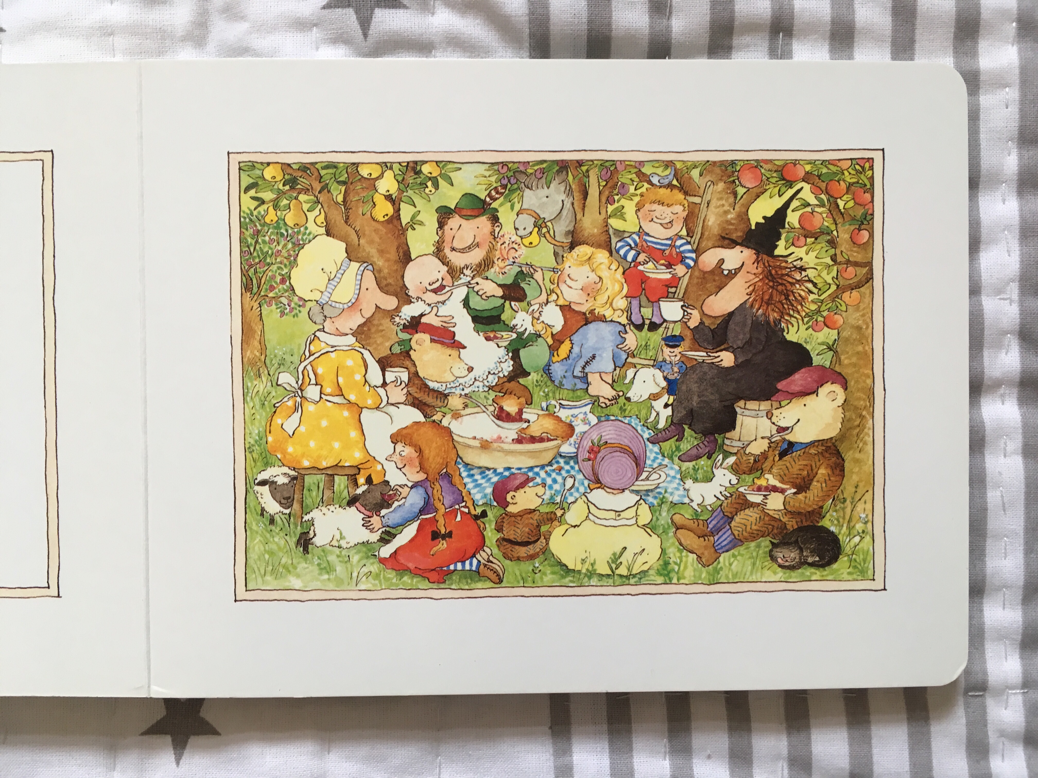 What We Re Reading Each Peach Pear Plum By Janet And Allan Ahlberg Books With Baby
