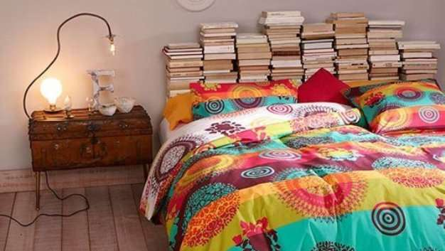10 Dorm Room Essentials For Book Lovers