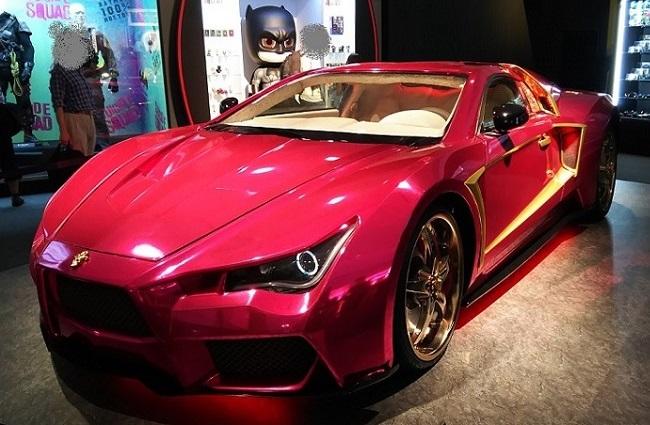 「バットマン 100% HOT TOYS」の展示車