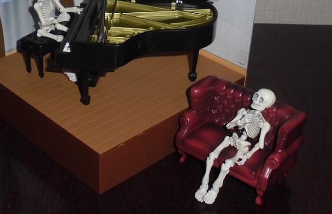 「洋室とピアノ」 …ポーズスケルトンより