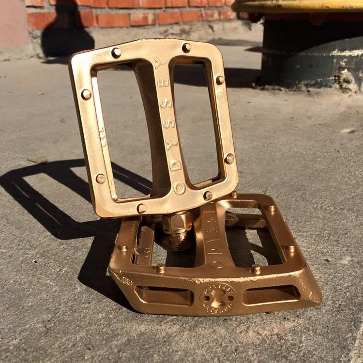 gold pedals mirra