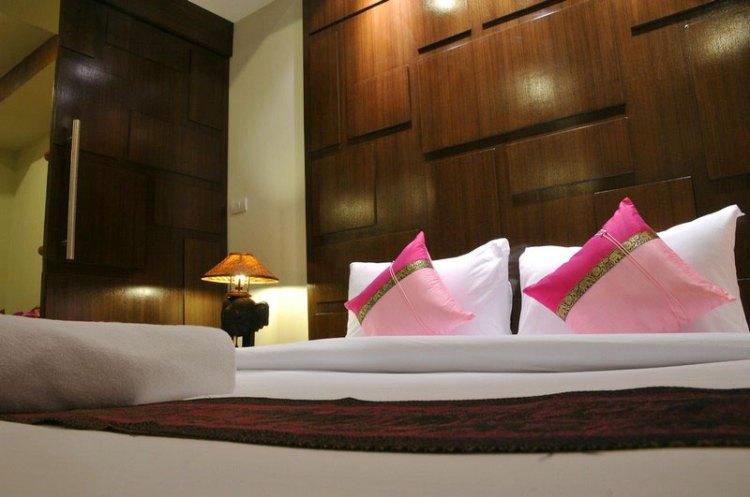 Boonjumnong-samui-pillows