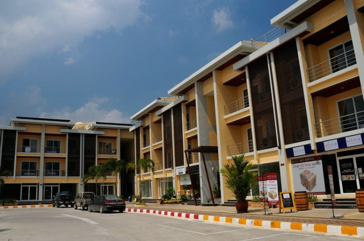 Boonjumnong-samui-strip-mall