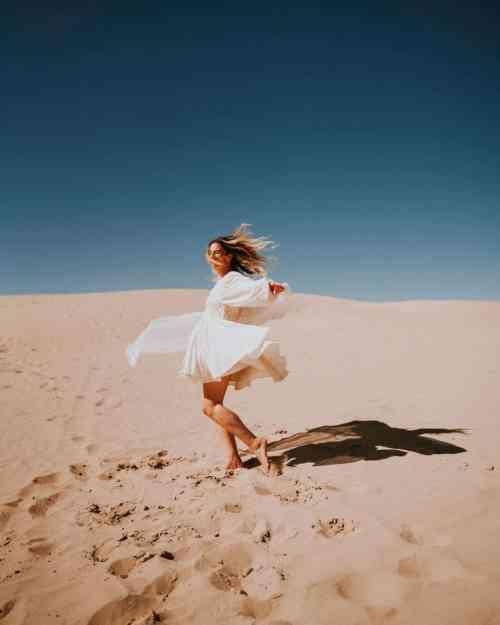 Mel Vandersluis in the sand dunes of Utah