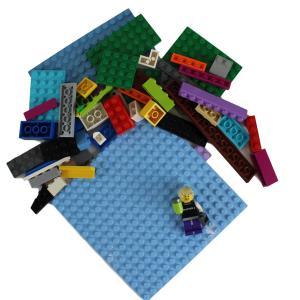 LEGO® Freestyle Bundle – 50 pcs, Gamer Minifig, 16×16 Baseplate