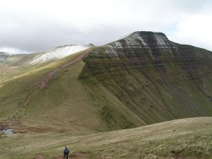 800px-Pen_y_Fan_from_Cribyn