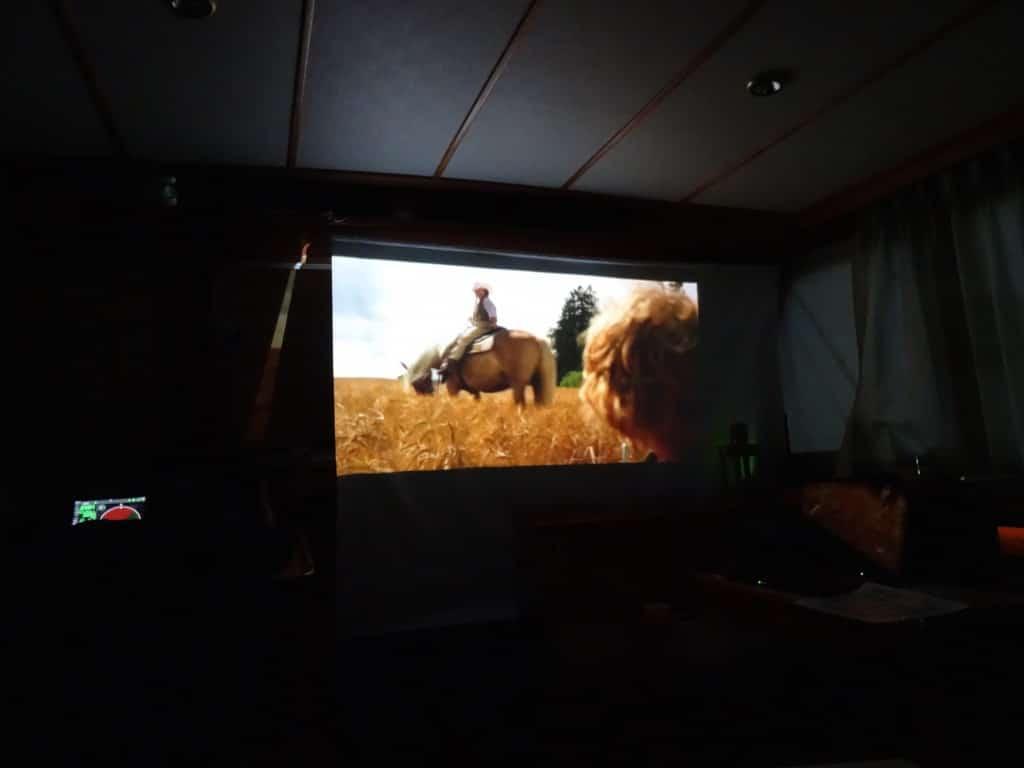 Kino an Bord am Abend