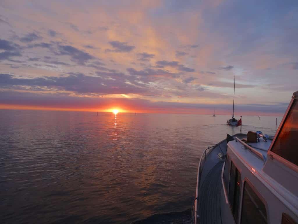 Sonnenaufgang über der Hanö Bucht auf dem Weg zur Insel Tjärö