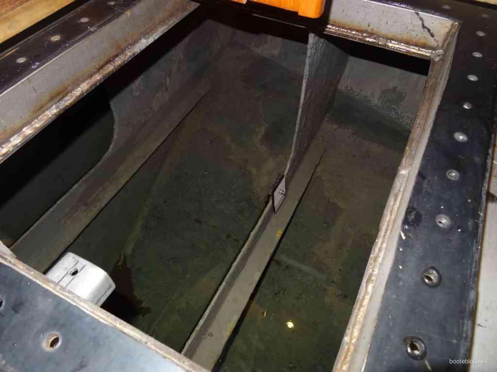 Frischwasser Tank auf dem Boot JULIUS