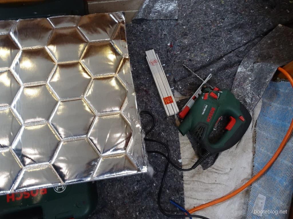 Zuschneiden des Recytex Materials.