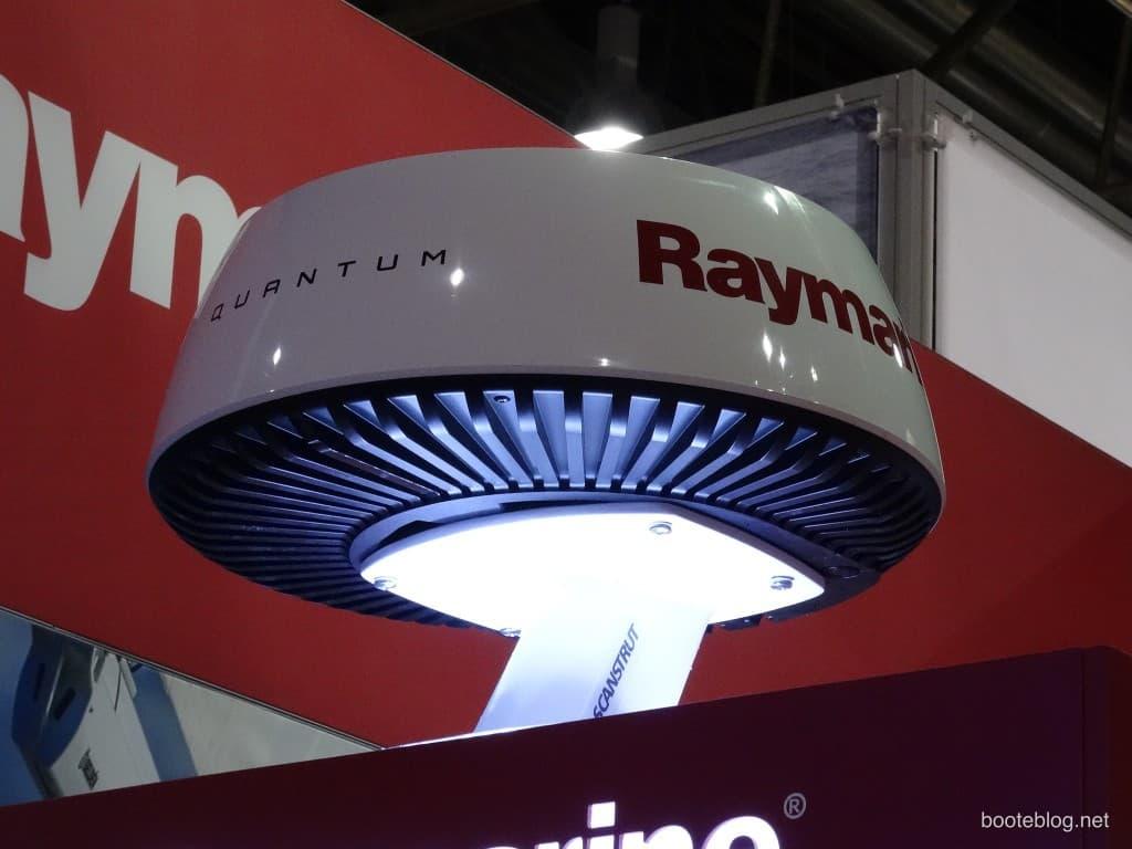 Raymarine Quantum Radarantenne auf der boot 2015