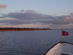 Das Stahlboot JULIUS  in der Elbe vor Glückstadt