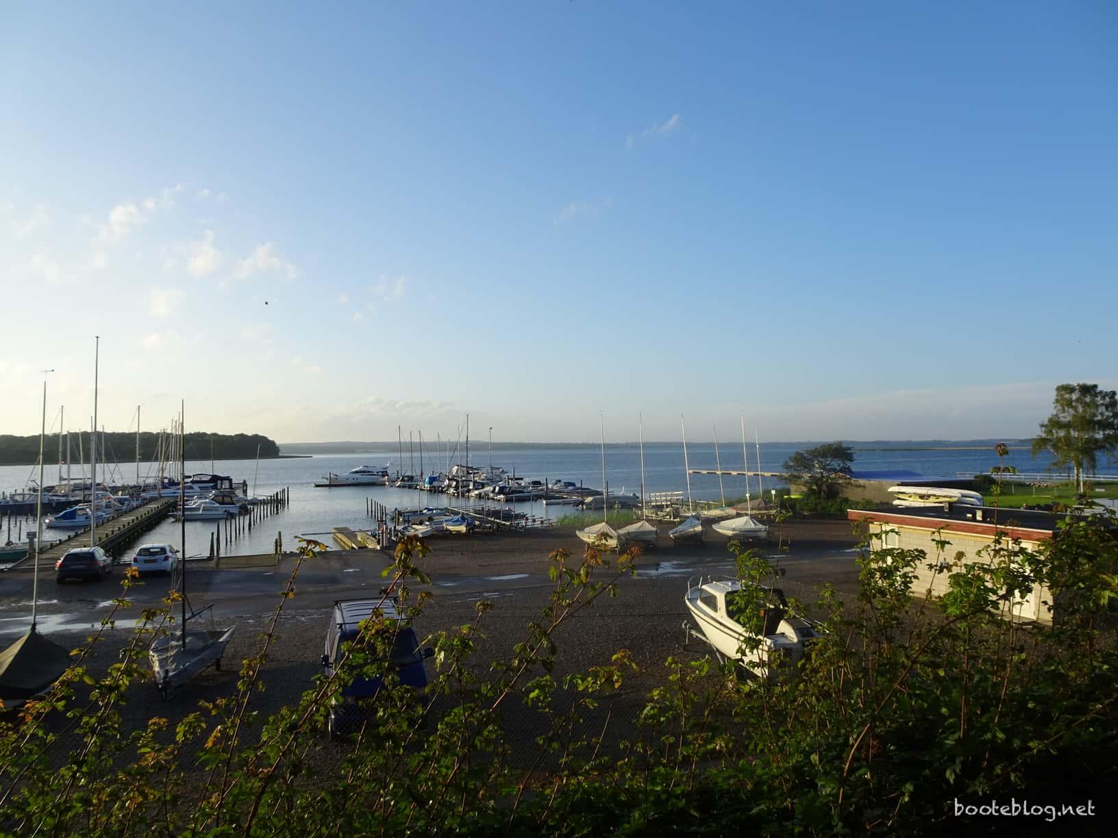 Blick über einen Teil des idyllischen Hafens von Praestø.
