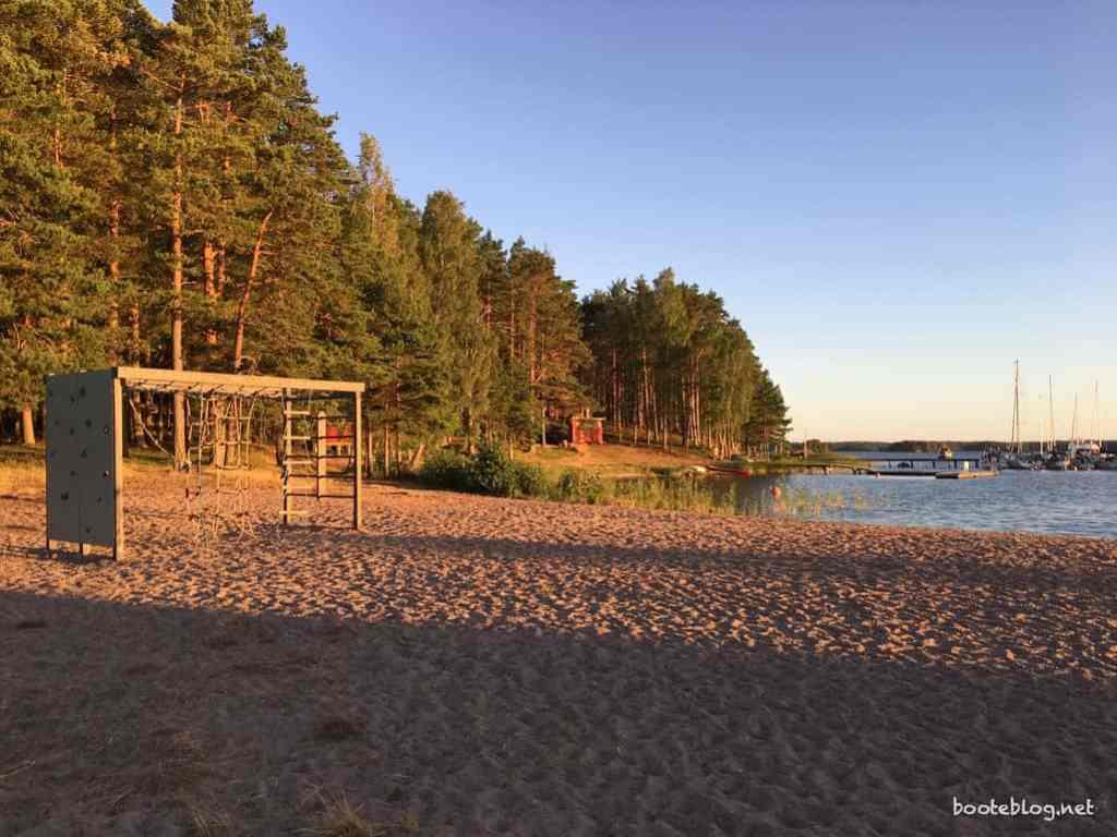 Ein Stück Strand im Vänern in wunderbarer Abendstimmung.