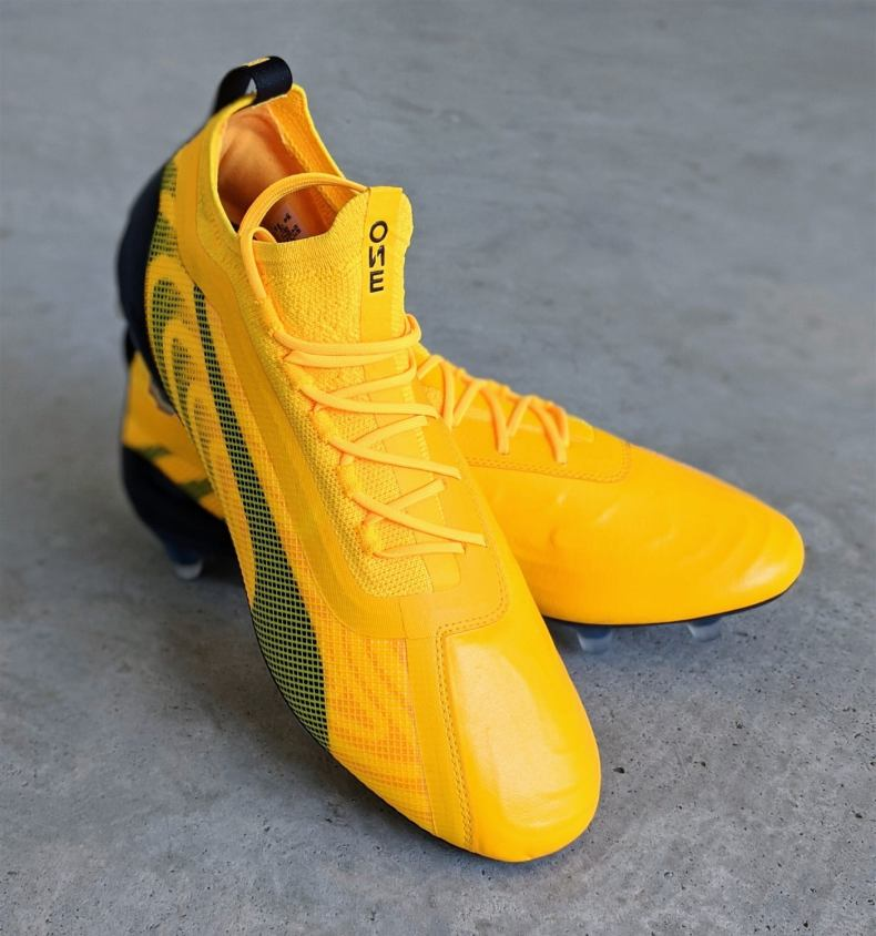 Best football boots for defenders - puma one 20.1