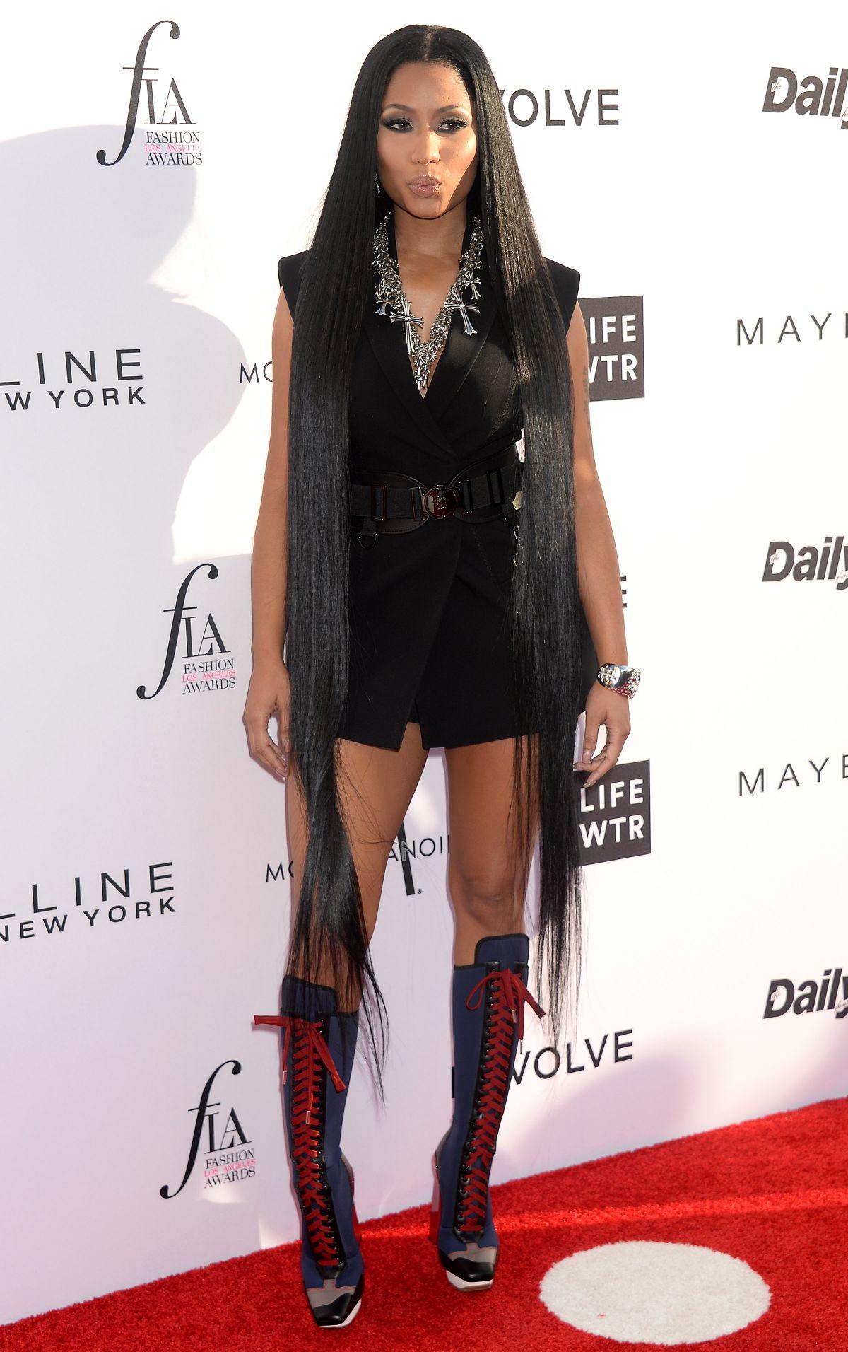 Nicki Minaj Nickiminaj Shows Her Legs In A Short Dress  Bootymotiontv-3506