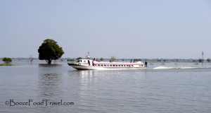 Speedboat heading in the opposite direction to Siem Reap