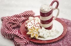 Alcohol-free Christmas treats cookies and hot chocolate