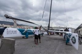 Montaggio dei catamarani Extreme 40 nei pressi della Stazione Marittima