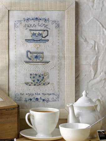Xícaras de Chá Azuis com borda de flores
