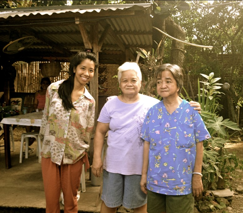 KM meeting her long-lost relatives in Bulacan province.