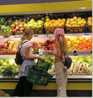 Moreno prepara lista de precios máximos de 50 productos para junio
