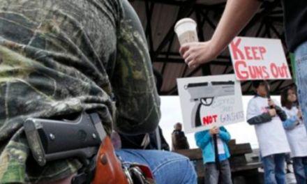 USA: En Starbucks te permiten ir a por un frapuccino armado hasta los dientes