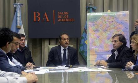 Expuesto por la crisis hídrica, Scioli regresó y dio explicaciones