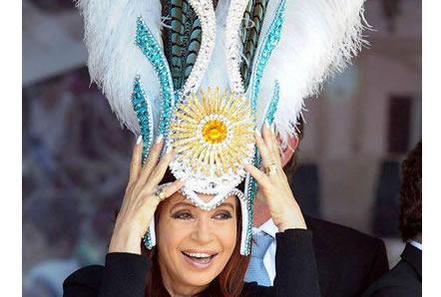 Cristina con plumas