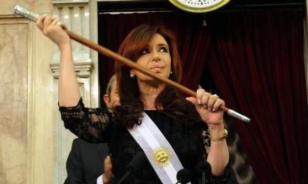Negocian contrarreloj para destrabar el conflicto por la asunción, pero Cristina no entregaría los atributos