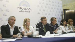 La oposición convocó a Aguad al Congreso.
