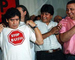 Maradona, en 2005, en tren contra Bush.