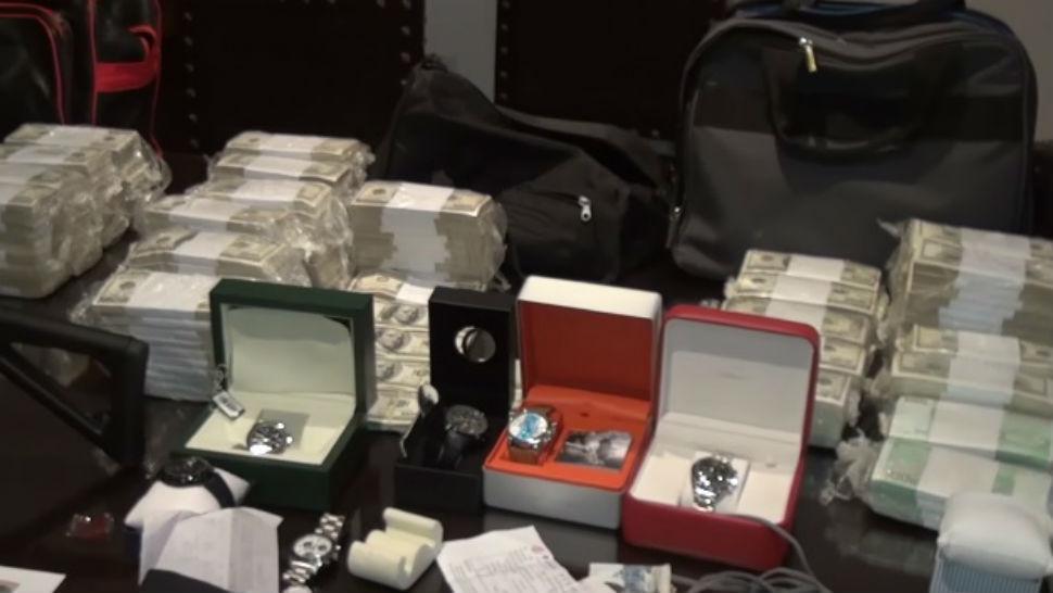 Tasarán los relojes que le encontraron a López en los bolsos.