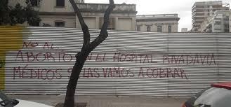 Pintadas amenazantes en el hospital Rivadavia.