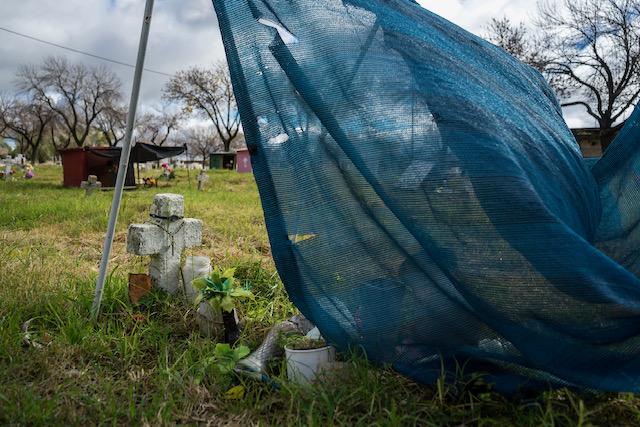 Otra postal del sector de indigentes del cementerio La Piedad. Ph: Guillermo Paniaga.