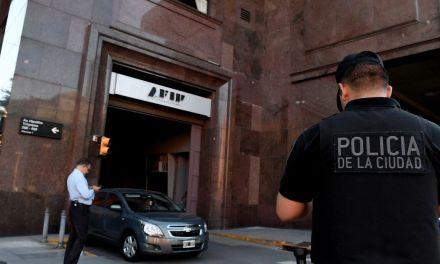 La banda de la AFIP: También robaron datos de la UTN y de una tarjeta de un diario