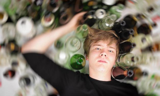 Alcoholismo adolescente: El polémico plan islandés que solucionó el problema