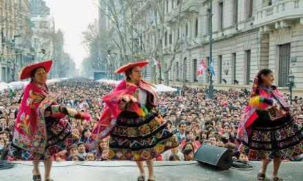 La otra estrategia de Vidal: seducir a los votantes extranjeros