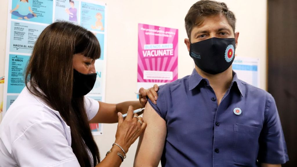 El gobernador Axel Kicillof fue el primero darse la vacuna contra el coronavirus en la provincia de Buenos Aires