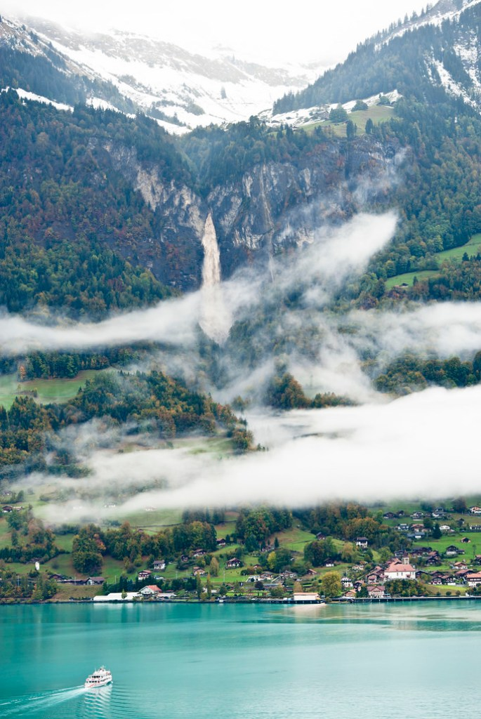 Morning fog on the shores of Lake Brienz, Switzerland (by Rosarian49)