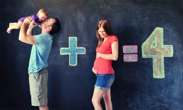 2 + 2 = 4. Math has never looked so lovely than with this family portrait. (Image Source: HANNA MAC)