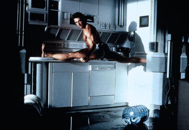 Van Damme splits in Timecop