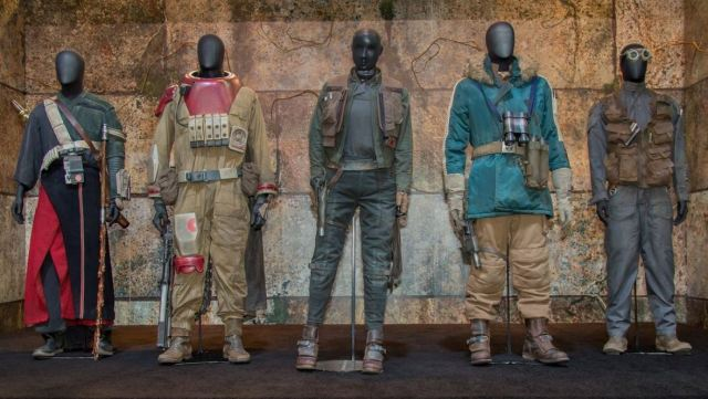 five Rogue One costumes on display at sdcc 2016