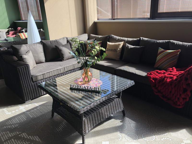 Ротанг в интерьере гостиной: 30 лучших решений
