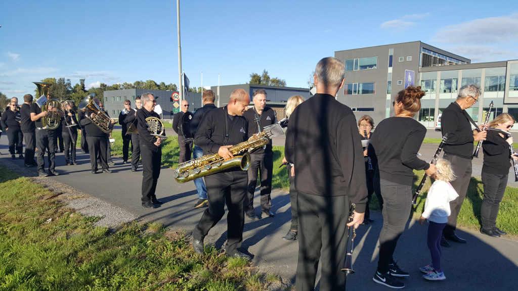 Borge Musikkorps spiller under Graarud Spesialtransport sin 80-års jubileumsfeiring på Øra i Fredrikstad