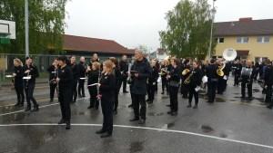 Oppstilling på Kjølberg skole ca 20 minutter før avmarsj