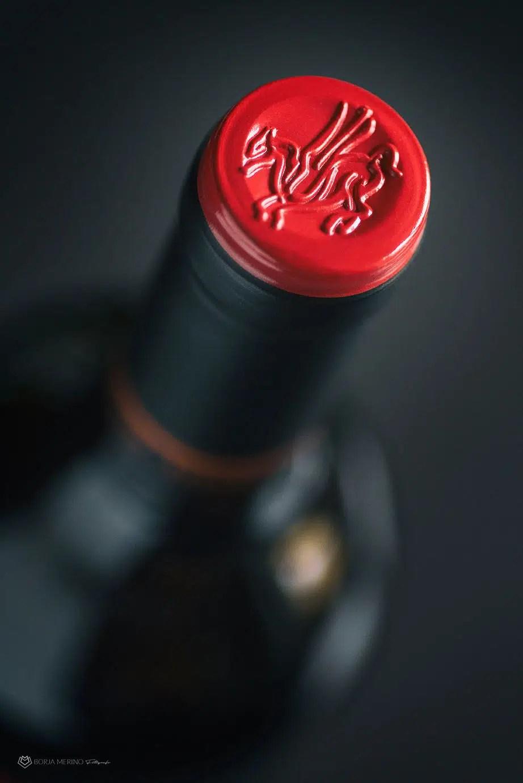 fotógrafo botella de vino bodega