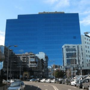 Este edifício espelhado em Lisboa