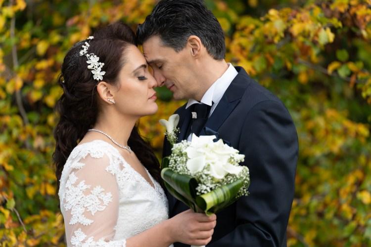 mariés face à face